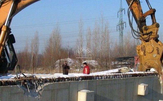 Vydrcování betonových panelů