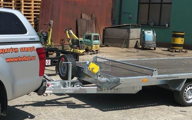 Nový přívěs pro přepravu strojů